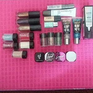 Glitter eyeshadows, loose glitters & pigments